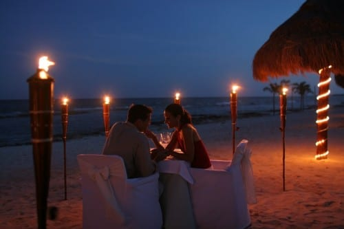 Valentine's Day Gifts For Your Girlfriend - Romantic Dinner