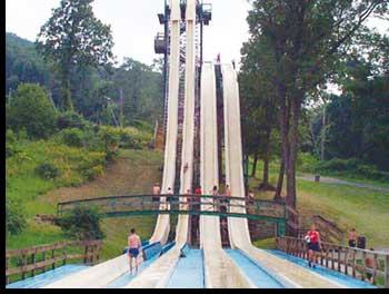 Geronimo Falls - insane ride in amusement park