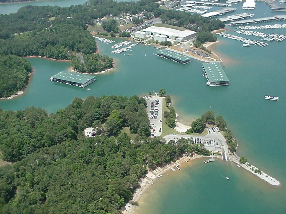 10 most amazing lakes in usa for summer vacation for Lake lanier fishing spots