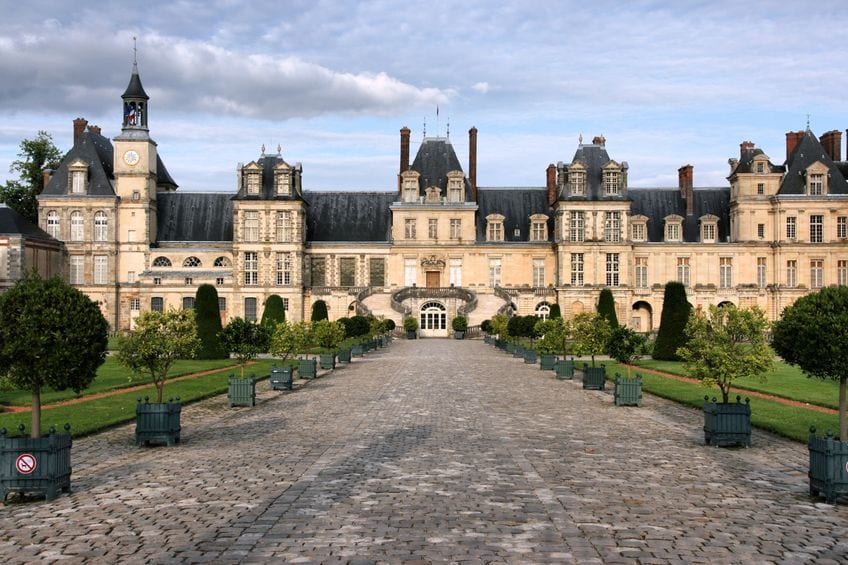 Top 10 most beautiful tourist attractions in france for Hotel fontainebleau france