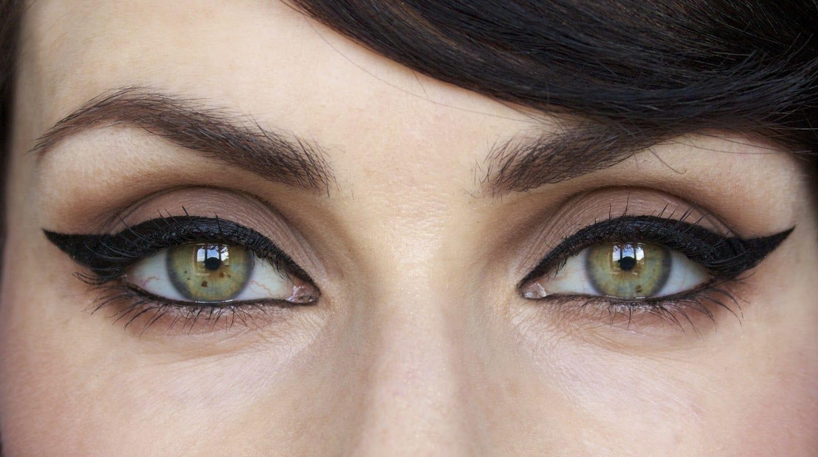 eyeliner eye साठी प्रतिमा परिणाम